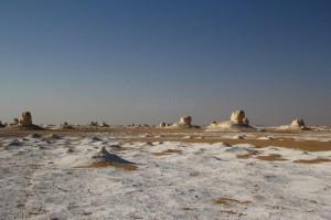 El Desierto blanco, o Sáhara el Guedida, es una extensión de arena fina y suave