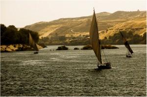 Ir en velero por el río Nilo es una de rutas más populares.